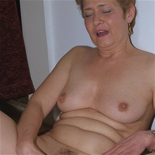 Like Fisting meine alte Dame MILF will make your cock